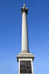 Monument med Lord Nelson helt i toppen